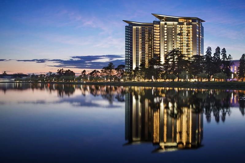 هتل هیلتون باتومی از بهترین هتل های 5 ستاره باتومی گرجستان