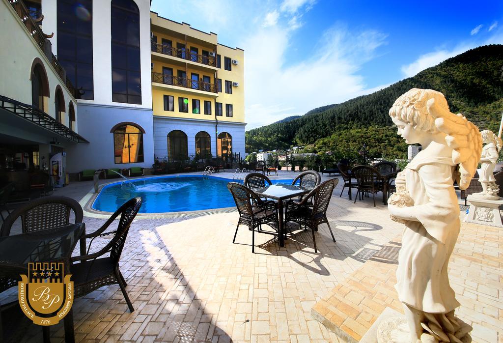 هتل قصر برجومی از بهترین هتل های شهر برجومی گرجستان