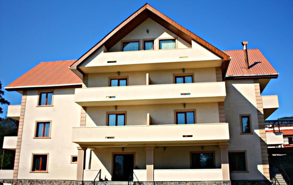 هتل ناتالی برجومی از بهترین هتل های شهر برجومی گرجستان