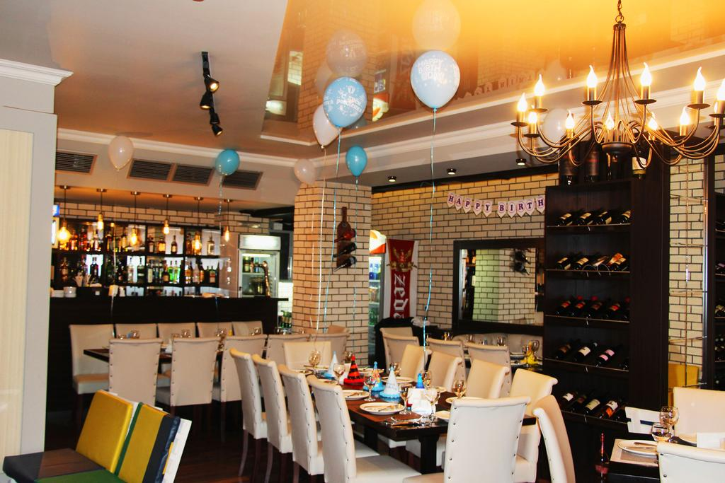 هتل و کافه باتوس باتومی از بهترین هتل های 3 ستاره باتومی گرجستان