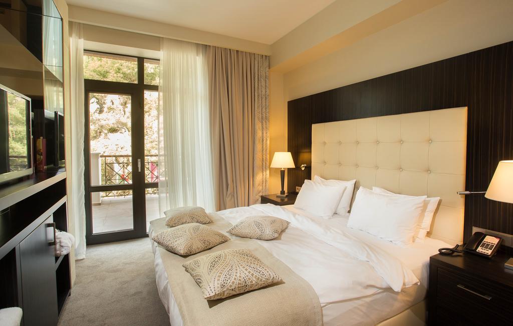 هتل کرون پلازا برجومی از بهترین هتل های شهر برجومی گرجستان
