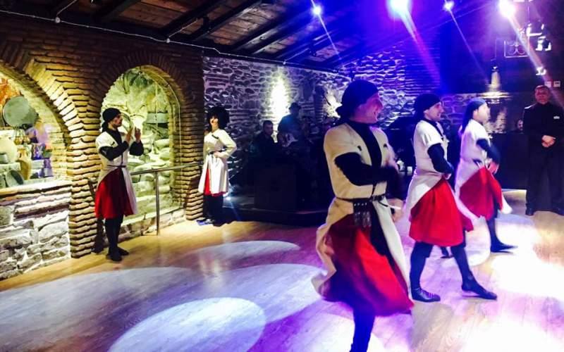 رقص در رستوران سیسکویلی