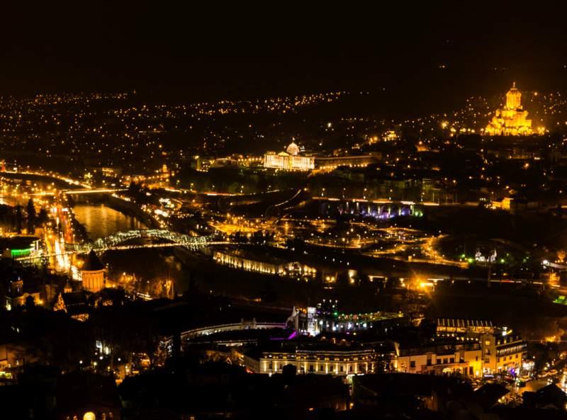 شهر تفلیس در شب