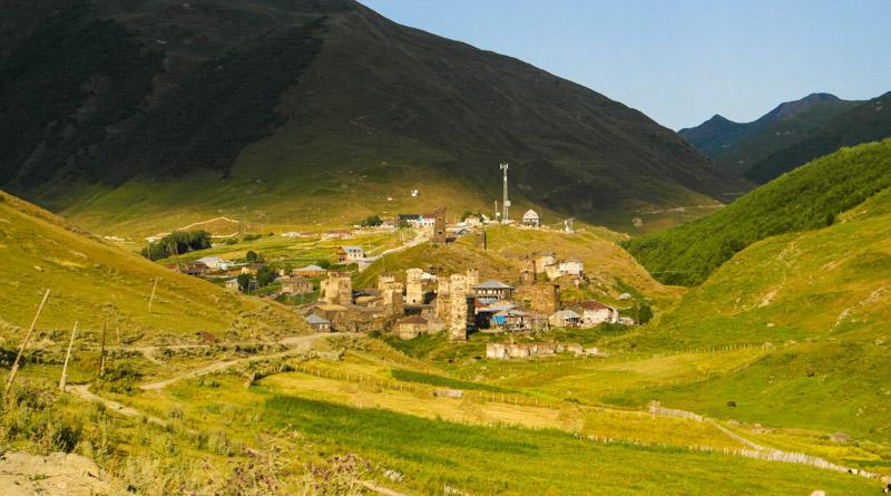 منظره دهکده های تاریخی اوشگولی از جاده