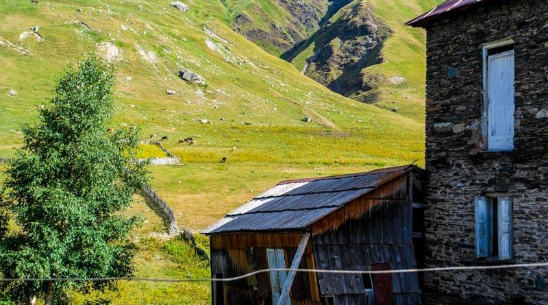 پیاده روی در کوچه پس کوچه های دهکده زیبای ژیبیانی
