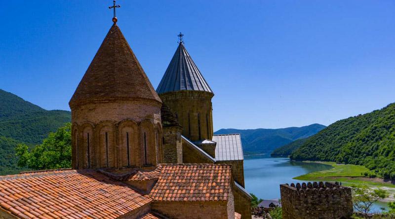 قلعه و کلیسای آنانوری در تور یک روزه کازبگی