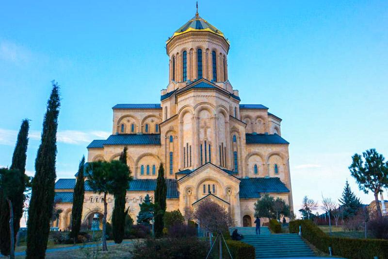 کلیسای جامع تثلیث تفلیس جاذبه های دیدنی شهر تفلیس