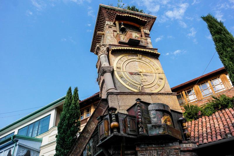 تئاتر گاباریزه در امتداد خیابان شاردنی از جاذبه های گردشگری تفلیس
